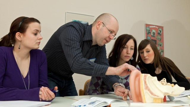 Anatomieunterricht am Fachseminar für Altenpflege (Foto: SMMP/Achim Pohl)