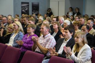 Eltern, Geschwister und Freunde hatten bei der mehr als zweistündigen Abschlussfeier keine Langeweile. Foto: SMMP/Bock