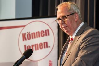 Bestwigs Bürgermeister Ralf Péus verwies auf die Bedeutung der Gesundheitsversorgung als Standortfaktor für den ländlichen Raum. Foto: SMMP/Bock