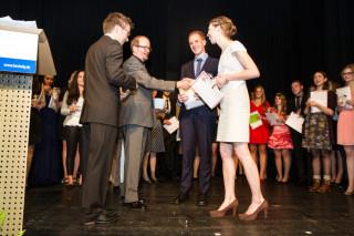 Als Lehrgangsbeste wurden Lara Schäfer und Julian Schmidt geehrt. Foto: SMMP/Bock