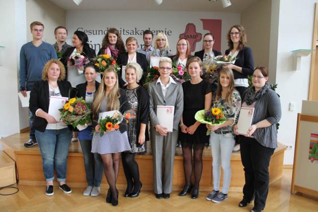 Absolventen des Kurses 2-12 am Fachseminar für Altenpflege in Geseke
