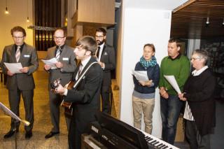 Ein Projektchor gestaltete den begleitete den Wortgottesdienst musikalisch mit. Foto: SMMP/Bock