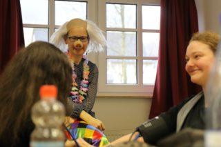 Frau Dr. Hufnagel - Krapp mitten im Geschehen: Auch so kann Unterricht aussehen