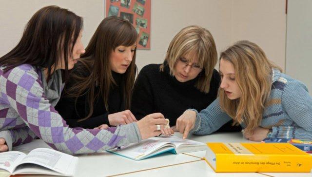 Lernen für einen spannenden Beruf mit Perspektive: Derzeit zählt das Fachseminar für Altenpfglege 150 Auszubildende. Foto: SMMP